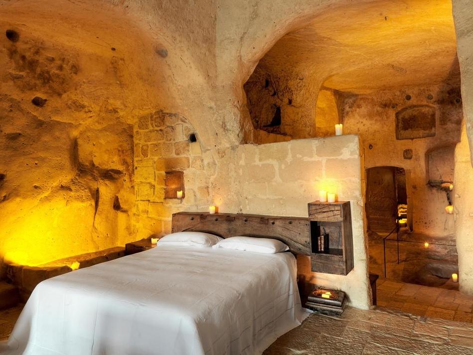 Matera: soggiorno e cena a lume di candela in Grotta ...